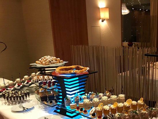 Beausite Park Hotel: Desert buffet