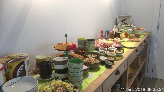 Gistel, Belgien: Altijd vers en vaak aangevuld van heerlijke kazen, wat vlees, veel verse groenten en fruit,...