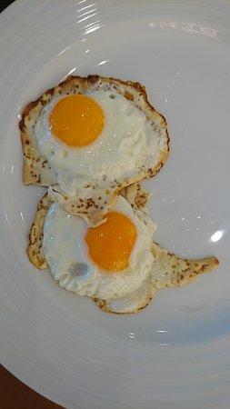 Amoreira, Portugal: Это яичница-глазугья - как ее понимает местный повар.