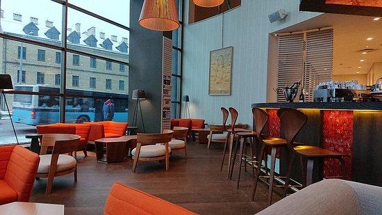 Holiday Inn Vilnius: Bar area, ground floor