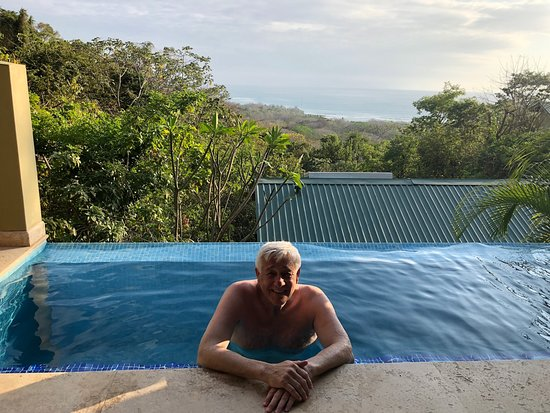 Mal Pais, Costa Rica: Private plunge pool on the villa's terrace - yes, that's the view!