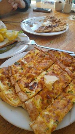 Nazilli, ตุรกี: Peynirli kuşbaşılı tahinli