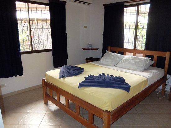 Hotel Isolina Beach: Chambre principale d'une villa