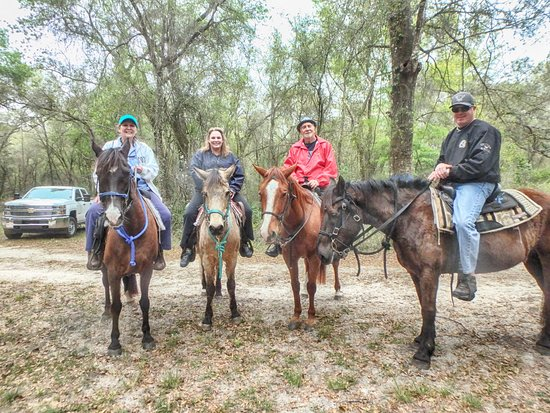 Bushnell, FL: Just a group of happy seniors on their mounts!