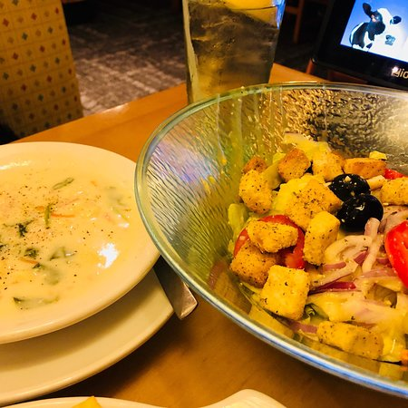 Salad And Grilled Chicken Flatbread Bild Fr N Olive Garden Lawton Tripadvisor
