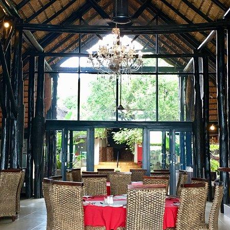 Zulu Nyala Game Lodge: photo1.jpg
