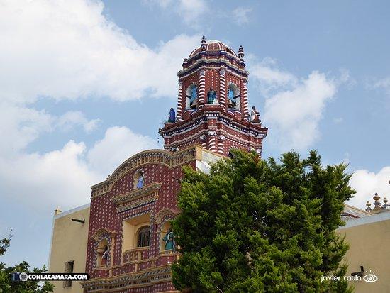 Santa Maria Tonantzintla, México: Por fuera...