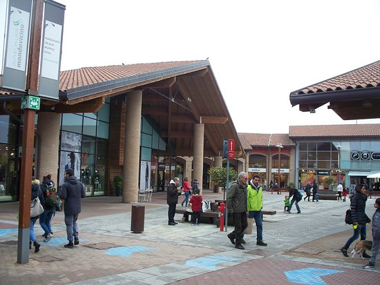 ‪Mondovicino Outlet Village‬