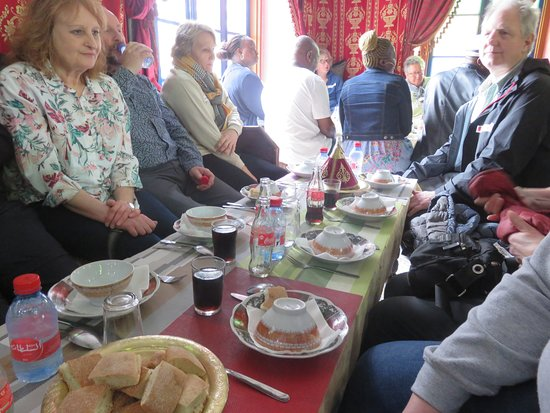 Andalsur Excursiones : Sitting Down for Lunch in Tangier