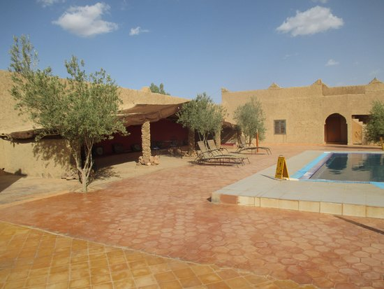 Palais des dunes: Nice pool and patio
