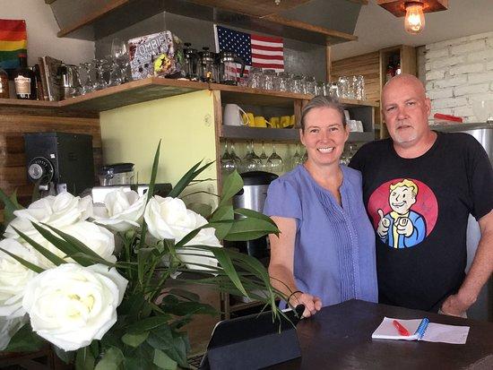 Mirador San Jose, Ecuador: Owners Karen and Tom welcome you with great smiles