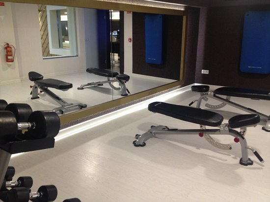 Gym with weights mats on wall for floor workouts great mirror to nh barcelona barri gotic gym with weights mats on wall for floor workouts tyukafo