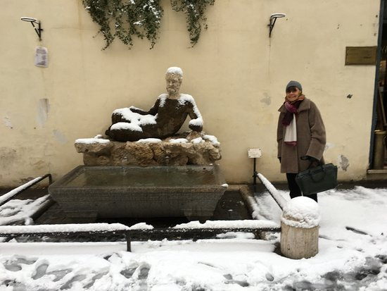 Babuino 181: A frozen Babuino (on the left)