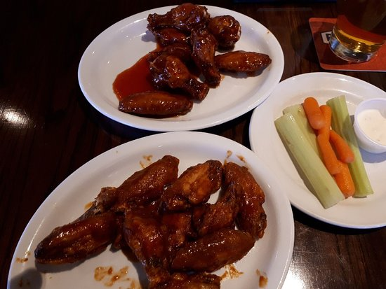 LaSalle, Canada: AWESOME wings!