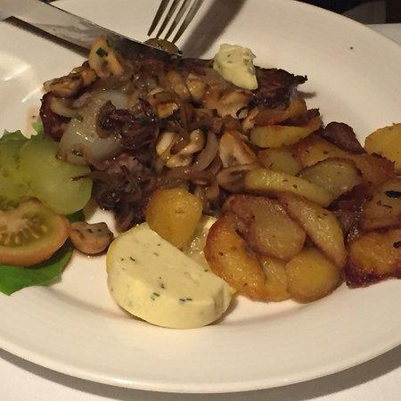 Winsen, Germany: Abendessen am 7.3.2018. Ente, Steak. Wie immer waren wir mit der Qualität der Speisen und dem se