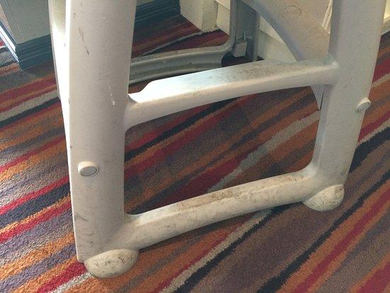 Moira, UK: Filthy Furniture