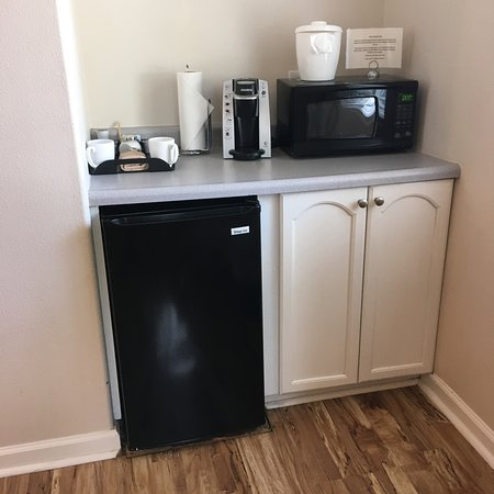 Clearlake, CA: 1/2-sized fridge/freezer, microwave and Keurig coffemaker in a studio cottage.