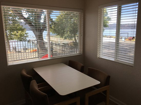 Clearlake, CA: View from the dining area of Cottage #28.