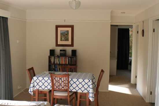 Mirboo North, Australia: Dining and living area