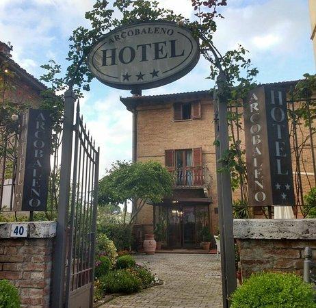 Hotel Arcobaleno: Screenshot_20180311-231104~01_large.jpg