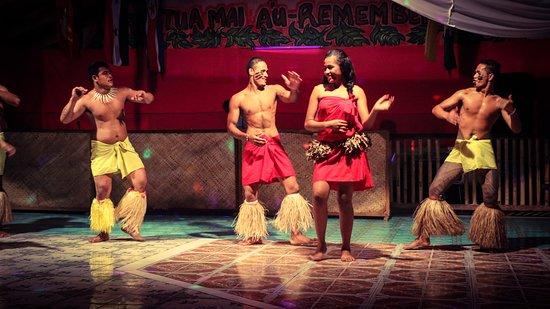 Saleapaga, Samoa: entertainment dancing