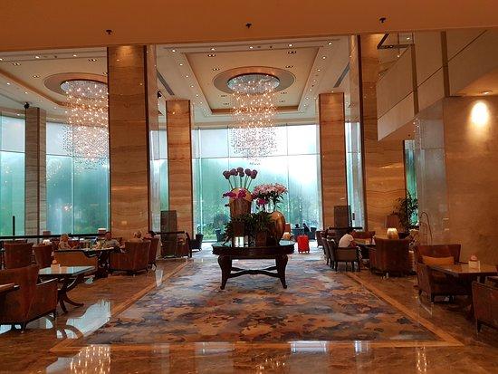 Edsa Shangri-La : lobby