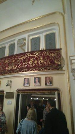 布達佩斯輕歌劇院