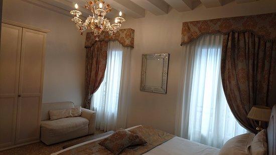 San Teodoro Palace Luxury Apartments: master bedroom