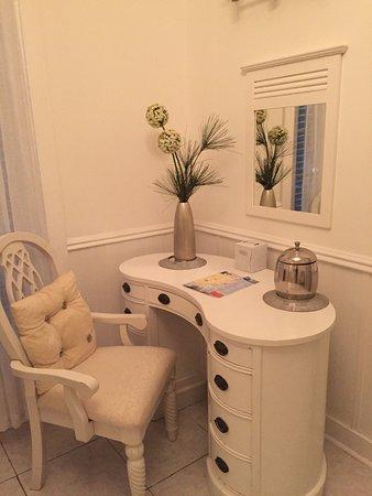 Ambrosia Key West Tropical Lodging: Bathroom in Honeymoon Room