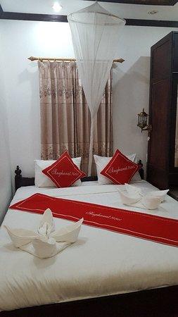 Singharat Guest House: 20180308_200854_large.jpg