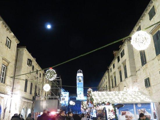 Bell Tower: 大晦日のプラツァ通りから