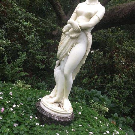 Elizabethan Gardens: Peaceful
