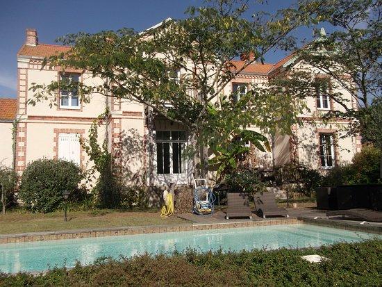 Bouaye, Frankrike: terrasse piscine accès chambres d'hôtes et gites