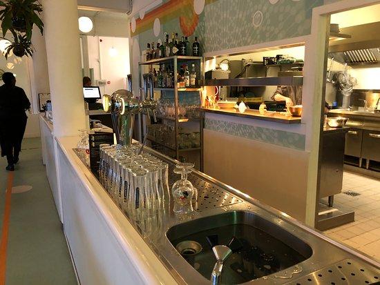 Half open keuken met zicht op de bar bild von rebelz aan de