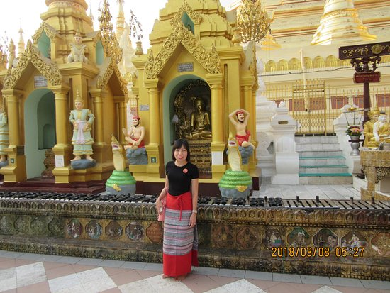 Shwedagon-Pagode: attention single ladies.. You will pray for this Budhha if you are praying for husband...
