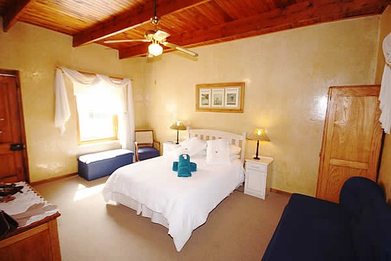 Willowmore, Afrika Selatan: Main bedroom of Larger cottage