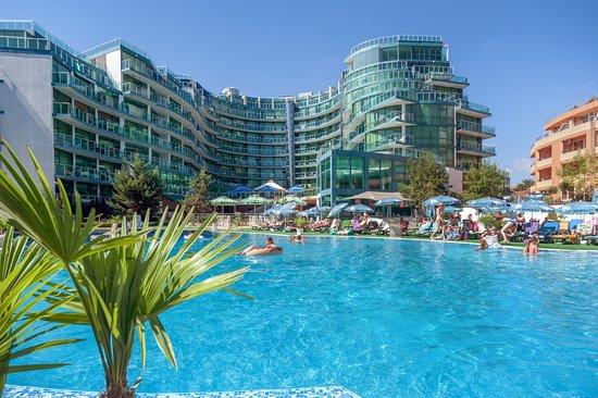 https://media-cdn.tripadvisor.com/media/photo-s/12/4e/6b/fa/hotel-primorsko-del-sol.jpg
