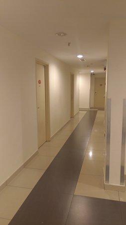 My Hotel at Sentral : 客室フロアの廊下です