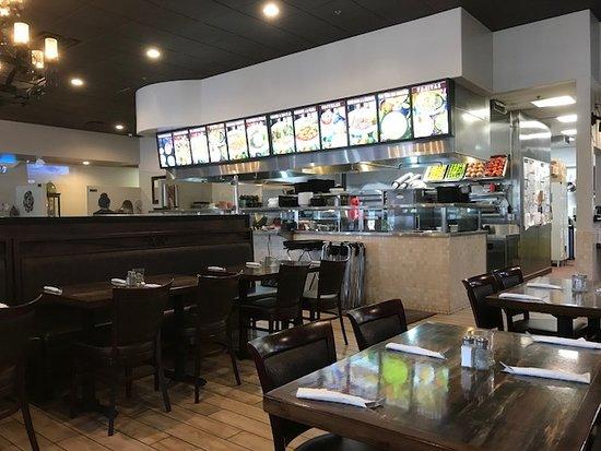 Fontana, Калифорния: dining room