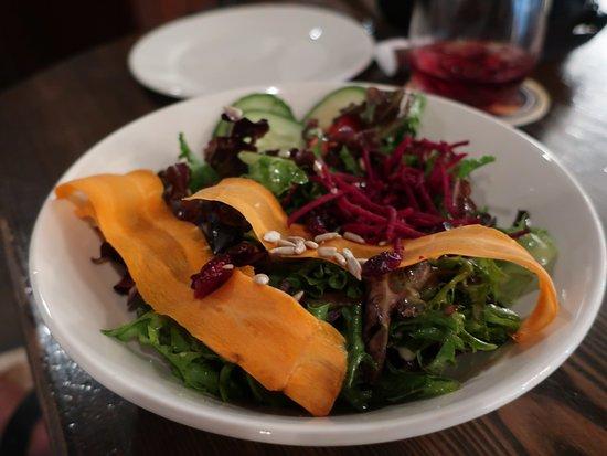 Dubh Linn Gate Irish Pub: My wife liked the salad.
