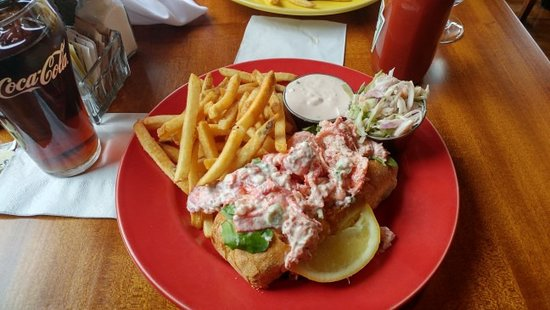 Red Parrot Lobster Roll On A Flaky Crust Roll Stuffed With Lobster You Can Get It Hot Or Cold Picture Of Red Parrot Restaurant Newport Tripadvisor