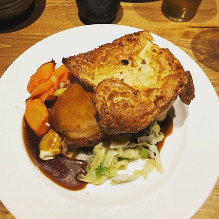 Aspley Guise, UK: Pork roast dinner 😍