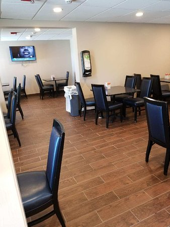Quality Inn Bangor Airport: Our newly renovated Breakfast Room