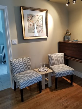 Brighton Inn: seating area in St Andrews room