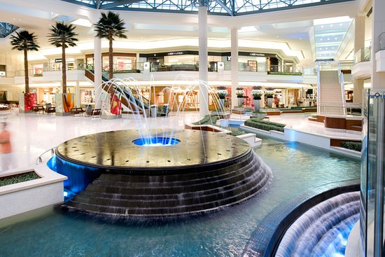 luxury stores Picture of The Gardens Mall, Palm Beach