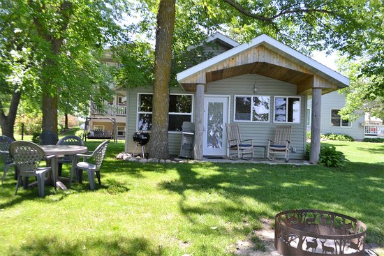 Alexandria, MN: Cabin 1 - Premium 2 bedroom with whirlpool and fireplace