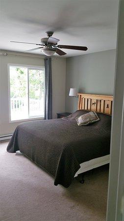 Alexandria, MN: Cabin 11 bedroom