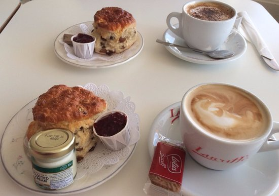 Great Cumbrae, UK: homemade scones with clotted cream and jam