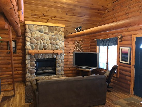 2 Bedroom Log Cabin with Loft - Picture of Cedar Lodge ...