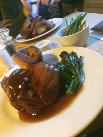 Bladon, UK : Sunday Roast